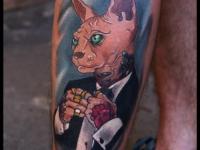 Татуировка кот в костюме на голени