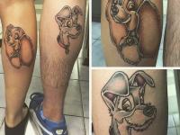 """Татуировки мордочек собак из """"Леди и Брдяга"""" на ногах"""