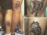 Татуировка роботов на ногах с сердцем внутри