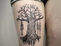 Тату подвешенные на дереве скелеты