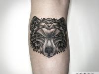 Тату голова волка сзади на ноге