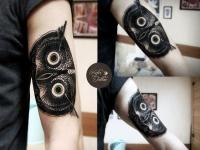 Татуировка сова на плече