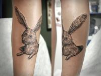 Татуировка заяц на икре
