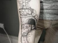Татуировка поезд на предплечье