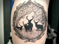 Тату картина олени в лесу