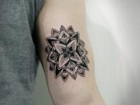Татуировка цветок 3-Д сзади на руке