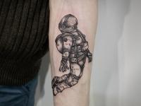 Татуировка космонавт в невесомости