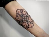 Татуировка узор-звезда