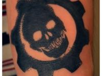 Татуировка череп в гайке