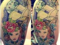 Татуировка корабль и девушка