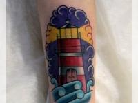 Татуировка маяк на предплечье