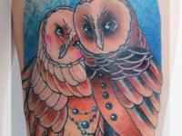 Татуировка пара филинов на бедре