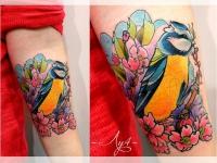 Татуировка синица на руке