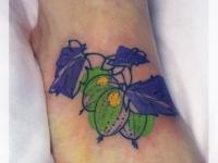 Татуировка крыжовник на ступне