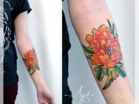 Татуировка пион на предплечье