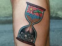 Татуировка песочные часы на голеностопе