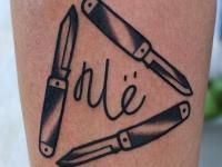 Татуировка ножи на голеностопе