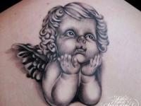 Татуировка малыш на спине