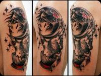 Татуировка рука и голова