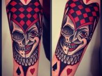 Татуировка маска на черепе на предплечье