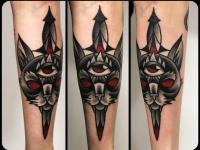 Татуировка голова кота с кинжалом