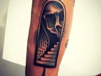 Татуировка лестница и череп