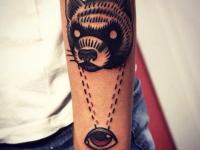 Татуировка глаз и голова медведя