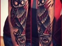 Татуировка филин на руке