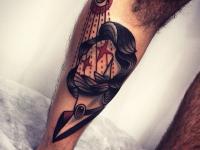 Татуировка голова и глаз на икре
