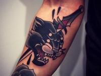 Татуировка голова пантеры с кинжалом