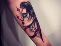 Татуировка голова девушки на предплечье