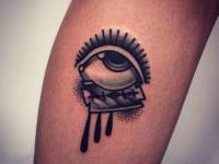 Татуировка глаз и бритва