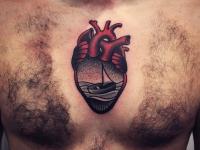 Тату живое сердце с изображением лодки с парусом