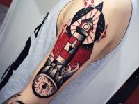 Тату маяк и компас на руке