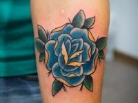 Татуировка роза на предплечье