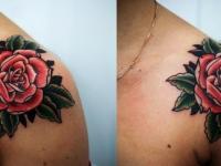 Татуировка роза на плече