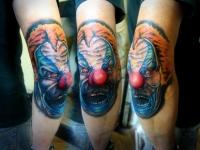 Татуировка голова клоуна на локте