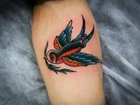 Татуировка ласточка с веткой