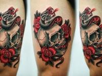 Татуировка череп в цветах