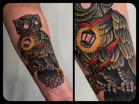 Татуировка филин с ключом на предплечье