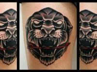 Татуировка голова пантеры со стрелой