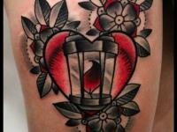 Татуировка сердце с лампой