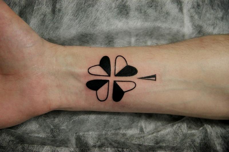 татуировка надпись рисунком