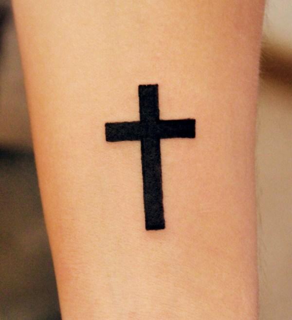 тату крест на ноге у девушки