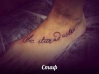 Татуировка надпись на ступне