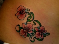 Татуировка цветы на животе