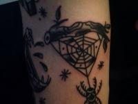 Татуировка сети паука на предплечье