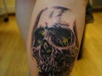 Татуировка череп на икре