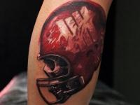 Тату черепа в шлеме для американского футбола на руке