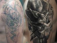 Воин с крыльями на плече
